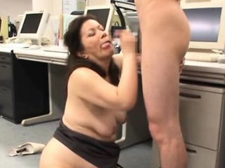 Hot aged gets her bushy pussy licked while engulfing dick