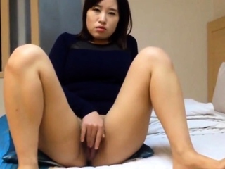 Unreservedly Beautiful Korean girl's racy pussy and sex